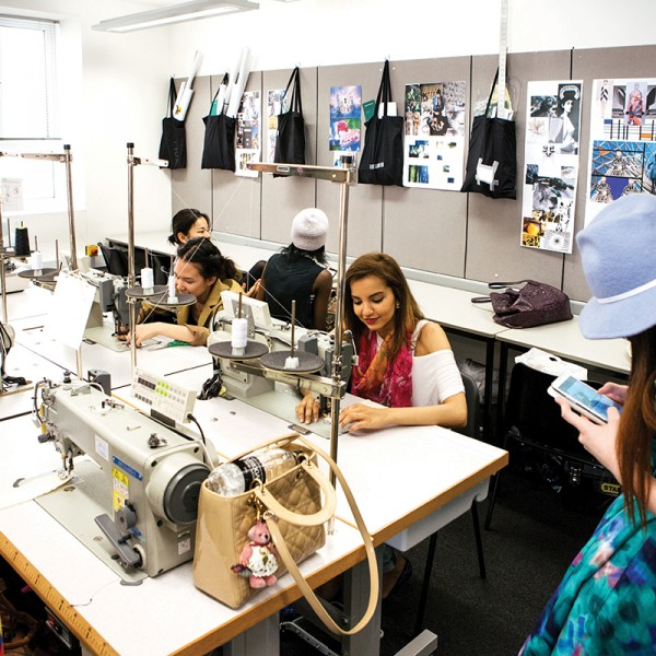 fashion_students_sewing_machines