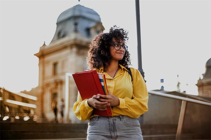 Как уехать учиться за границу: советы консультантов по образованию